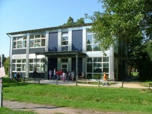 1__Schulgebaeude-Aquarium